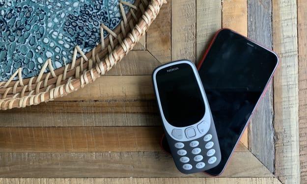 iPhone 12 VS Nokia 3310