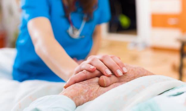 Certified Nursing Assistant (CNA) Resume Sample & Writing Guide