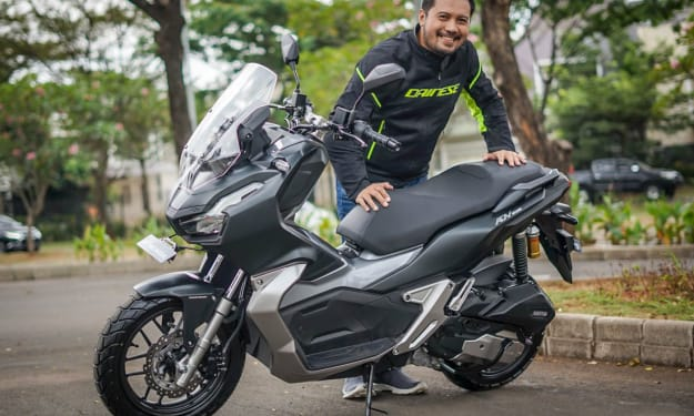 What is the difference between the Honda ADV-150 and the PCX150?