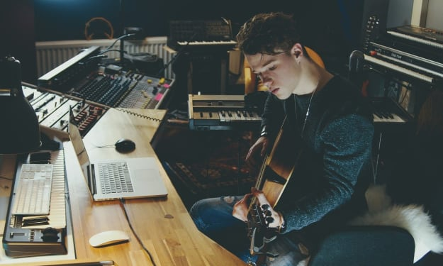 5 Secrets to Writing a #1 Hit Song