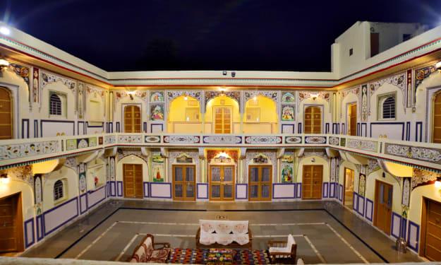 hotel in  mini palace samod