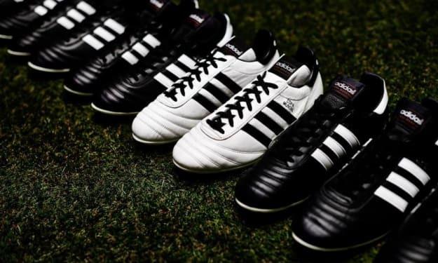 Pros & Cons of Leather vs. Synthetic Soccer Cleats