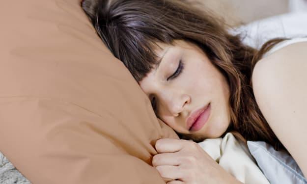 Best Silk Pillowcases for Healthy Hair