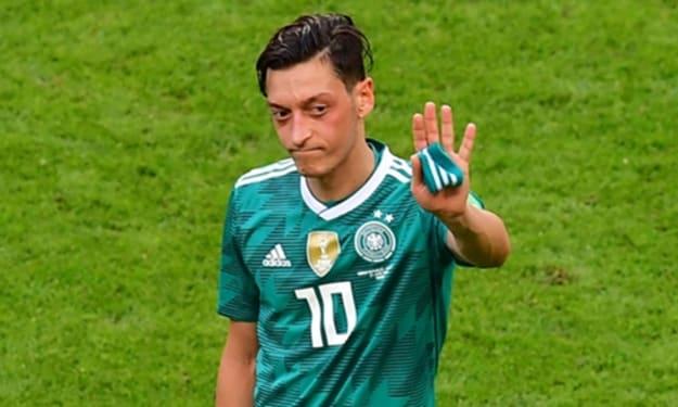 Mesut Ozil Waves Goodbye to Germany