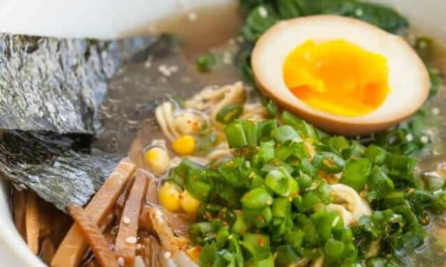5 Cheap Tricks to Spice Up That Instant Ramen!