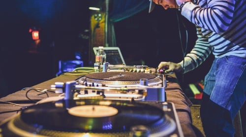 Tips for Hiring a Disc Jockey for a Wedding Event
