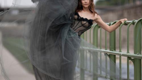 Chausson d'Or Ballerina Gracefully En Pointe