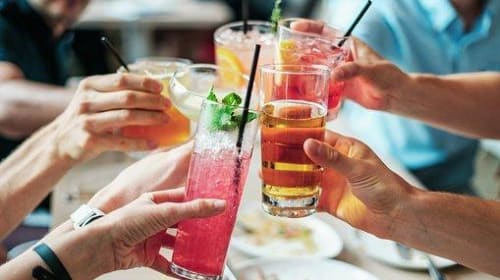 Top 7 Sparkling Wine Cocktails to Spice up Your Weekend Parties