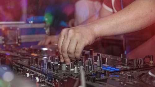 Rocking Beats: Why Hiring a Professional Dj Service is Your Best Bet?