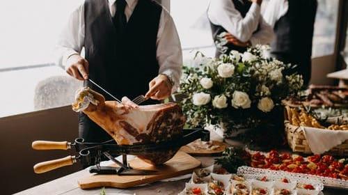 Beginner's Guide - Top 5 Ways to Train Restaurant Servers Online