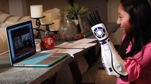 'Star Wars' fan with R2-D2 bionic arm has a big fan in Mark Hamill