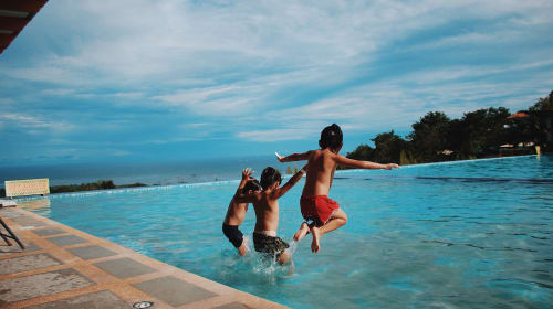 Safe Ways To Encourage Your Child's Swimming Hobby