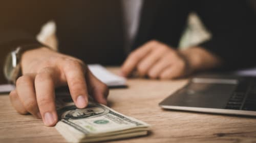 Choose The Right Money Lender For You