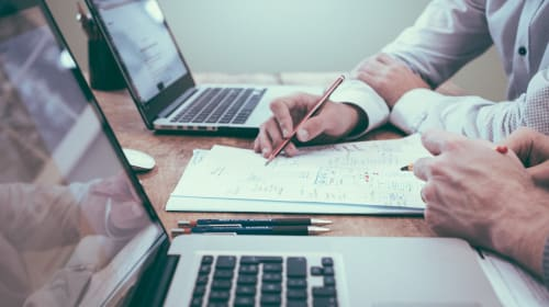 How Choosing the Right Factoring Company Improves Your Business