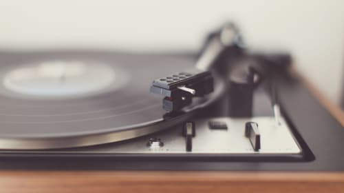 What's the Difference Between a Record Player and a Turntable?