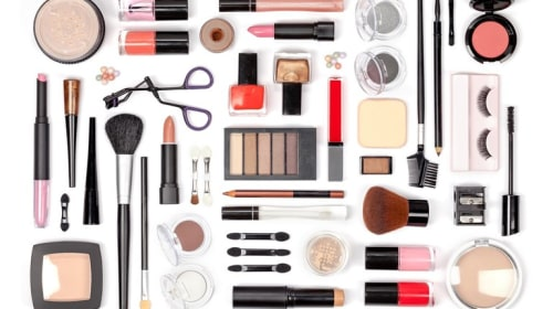 Trendy Makeup Products To Buy This Summer