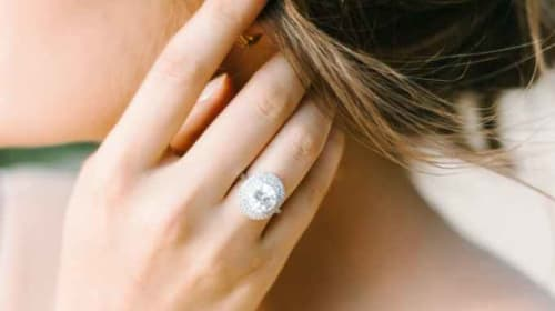 5 easy Tips to Keep Your Engagement Ring Sparkling