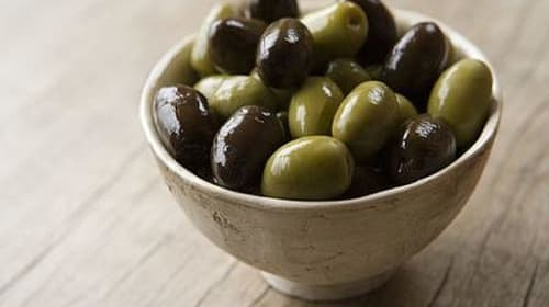 Surprising Differences Between Black and Green Olives