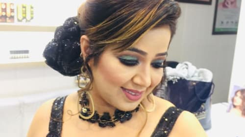 Reasons for High Cost of Bridal and Party Makeup in Delhi