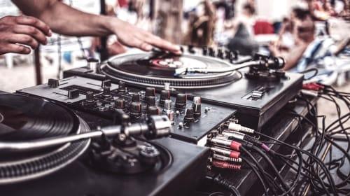 Best DJ Turntables Of 2020 - Digital DJ Tips