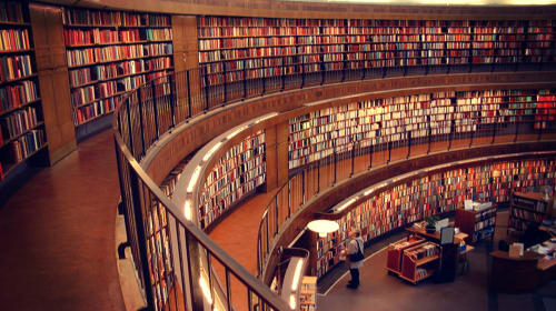 The Top 7 Books EVERY Entrepreneur Needs to Read