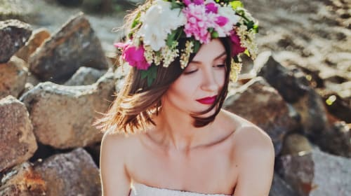 10 Gorgeous Wedding Hairstyles with Flowers
