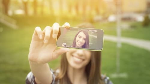 Beauty Trends: Selfies are Driving Women to Plastic Surgery