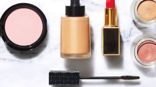Pros and Cons to Working in the Makeup Industry