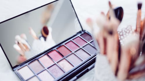 10 Smart Ways to Save Money on Makeup