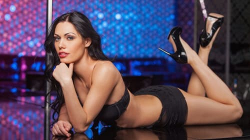 7 Things You Learn at a Strip Club as a Female Customer