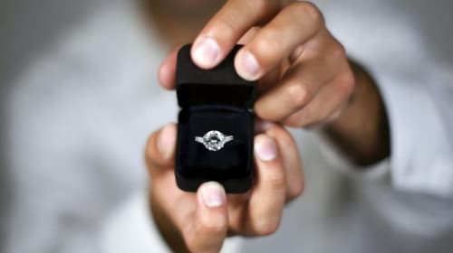 10 Signs Your Boyfriend Will Propose
