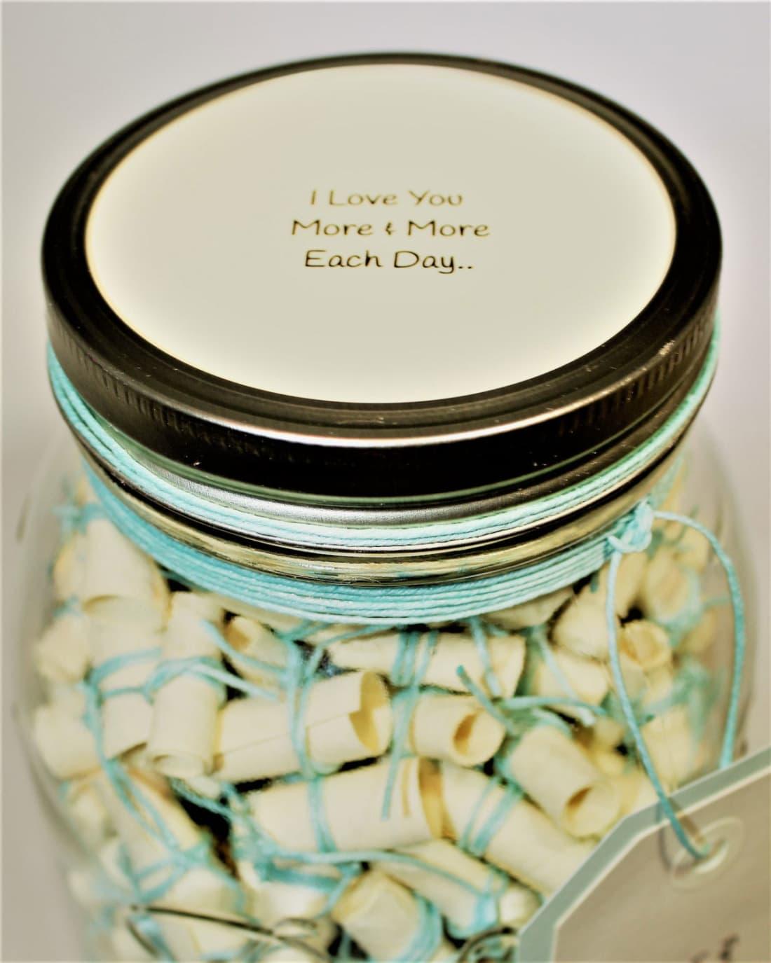 Days Of Happiness In A Jar Longevity - Boyfriend puts 365 love notes jar girlfriend read year
