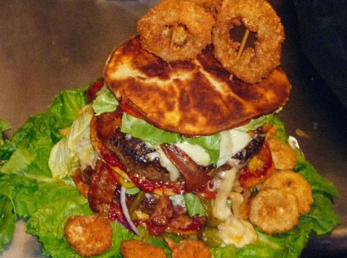 Country Club Tavern (Cape May): Triple Decker Devil Burger