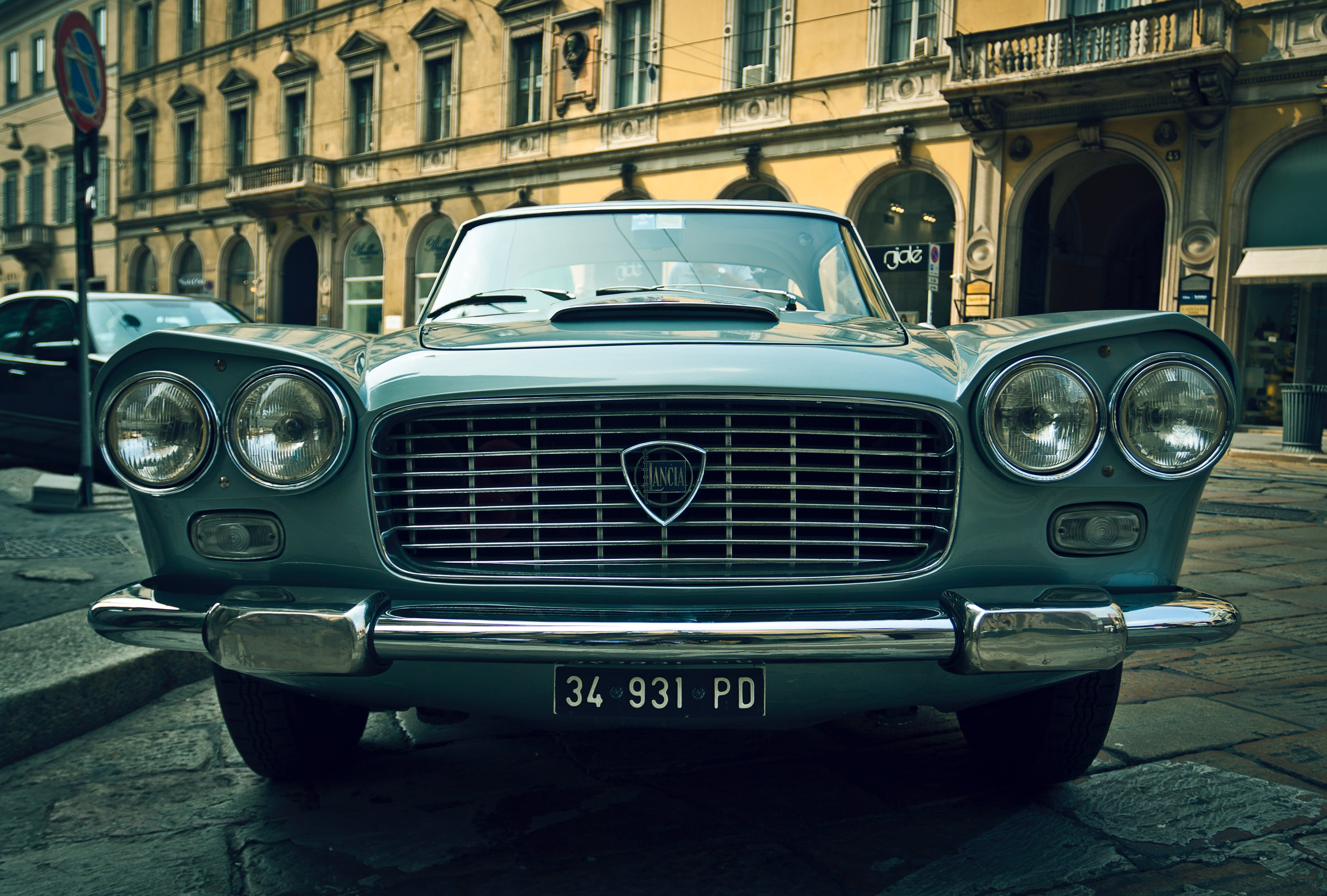 Classic 350 - Colours, Specifications, Reviews, Gallery
