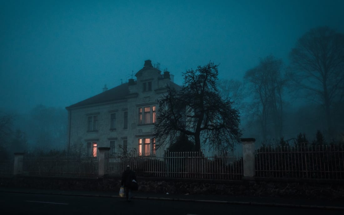 10 Signs Your House Is Haunted Horror
