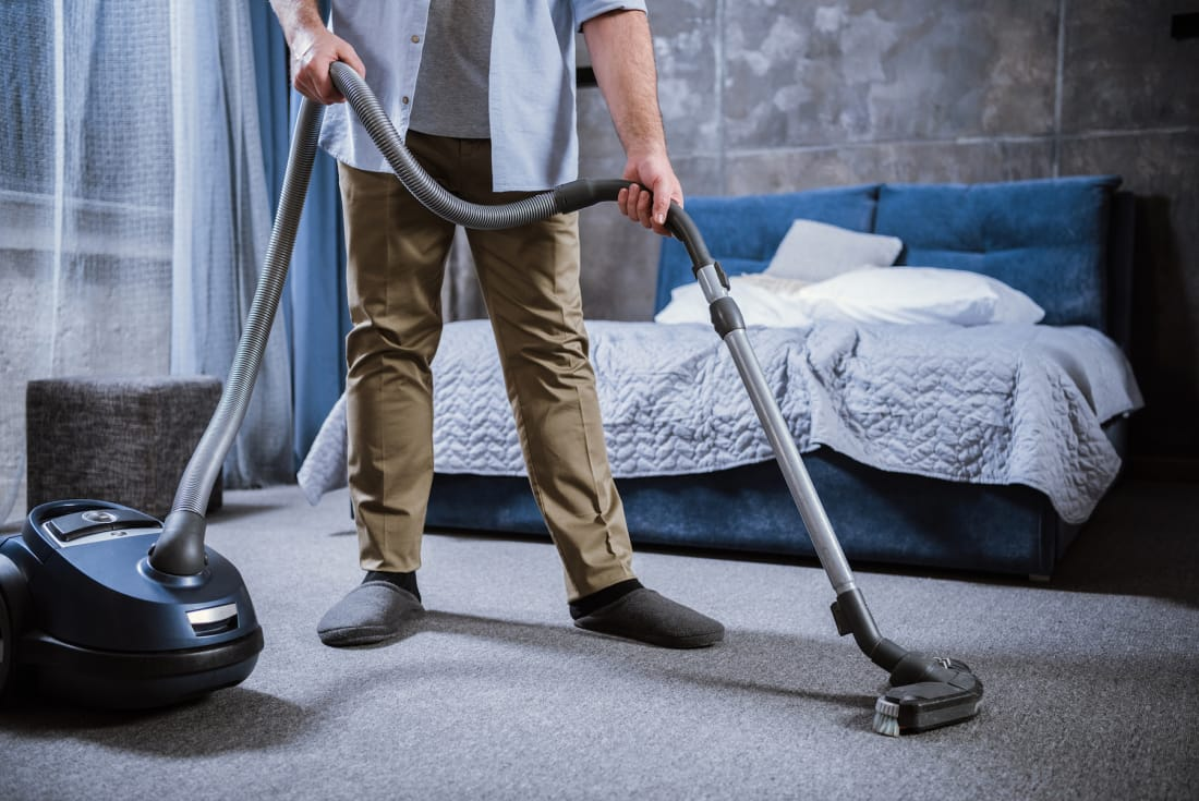 easy tips to keep your bedroom clean lifehack