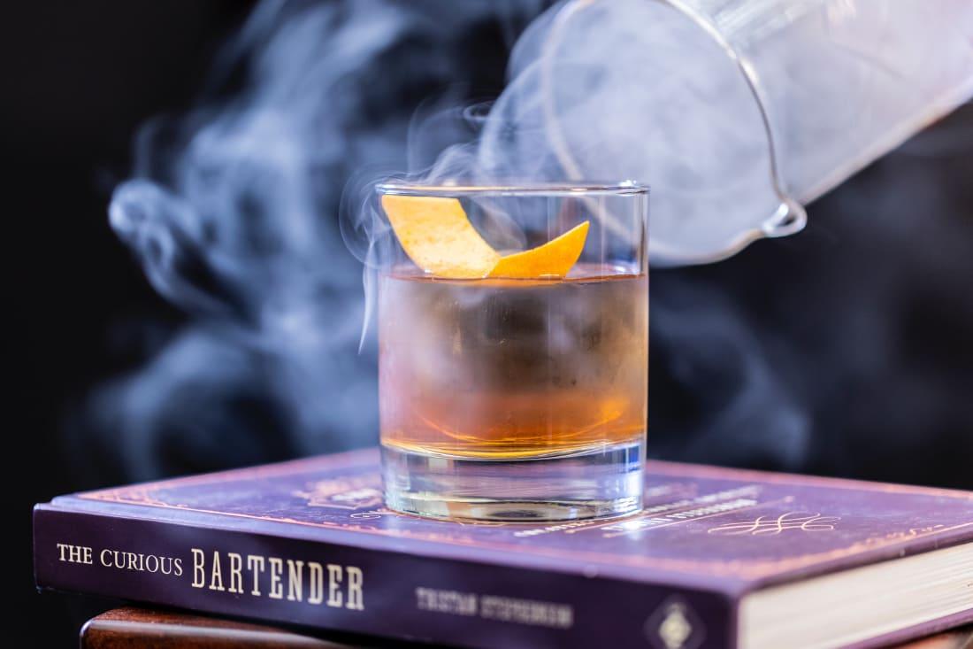 What do true connoisseurs drink with cognac