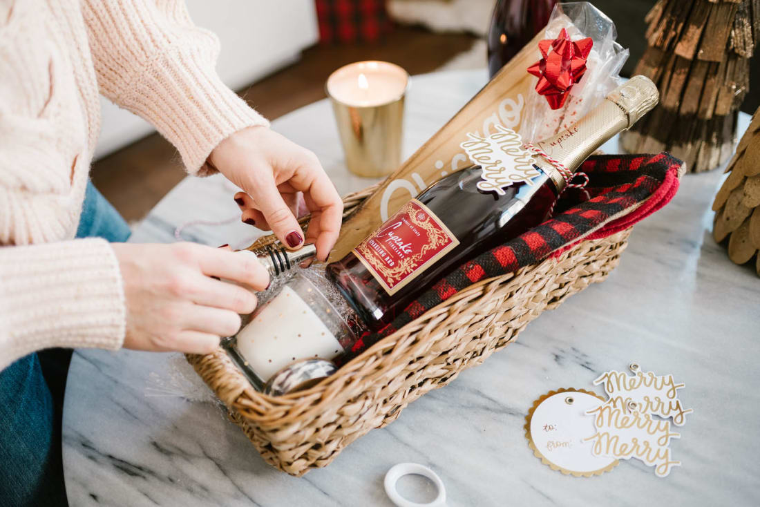Best diy gift baskets perfect for any occasion lifehack the best route to take when you have not a clue what to gift is the handmade one and whats easier than gift baskets as one of the best diy projects that negle Image collections