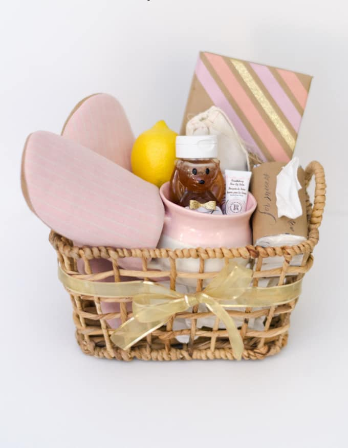 To Finish Off Our List Of The Best Diy Gift Baskets For Any Occasion Stylemepretty Has Got You Covered With A Get Well Basket Perfect For Bearing With You