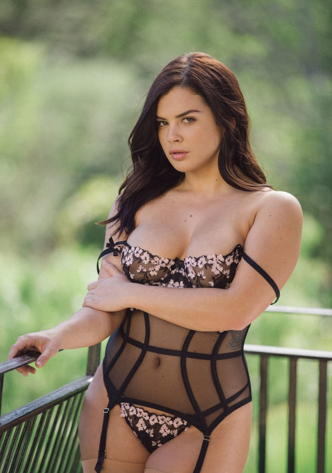 Who is the hottest brunette pornstar — 4