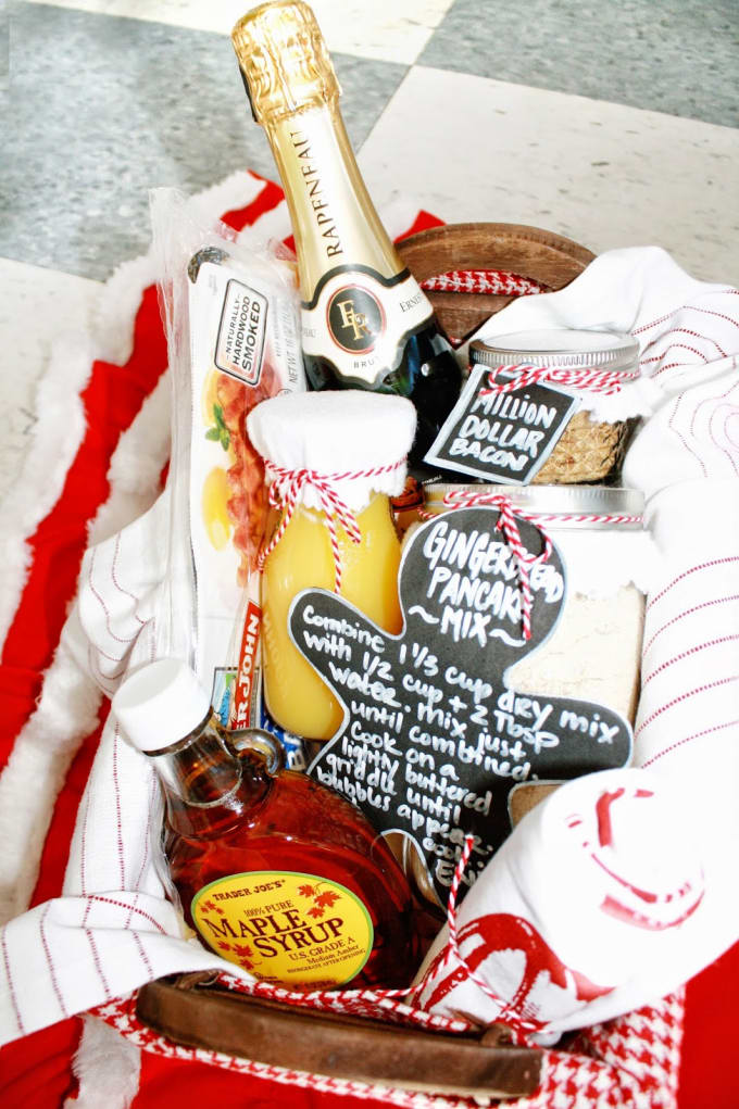 What Better Way To Start Off Christmas Than With A Gift Basket Curlyqpaper Has Created The Ultimate Christmas Morning Basket To Share With Family Friends