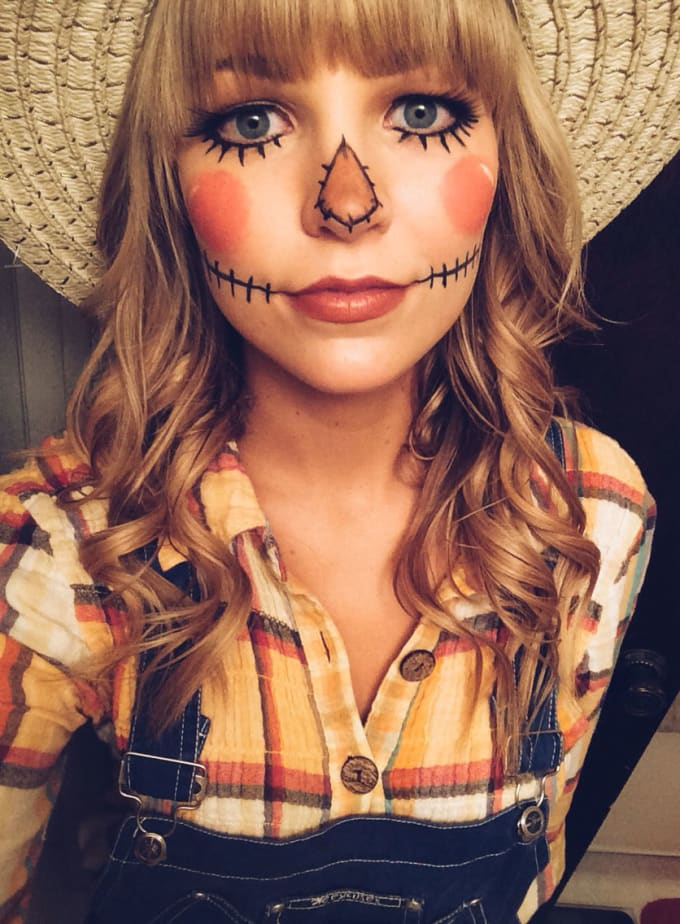 Diy halloween costumes for women lifehack scarecrow this is a classic but not as common as the black cat costume its also one of the most creative diy halloween costumes for women out there solutioingenieria Choice Image