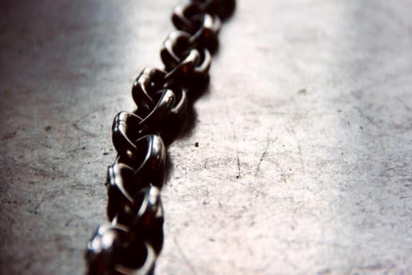Tinni and the Chain