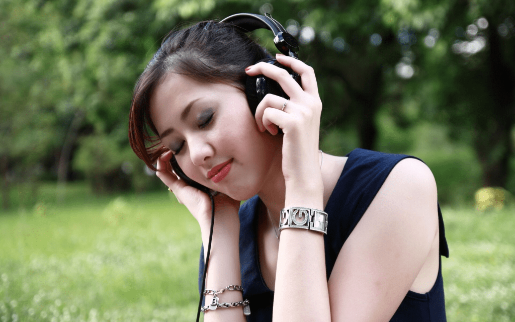 10 Benefits of Listening to Music That Will Help You