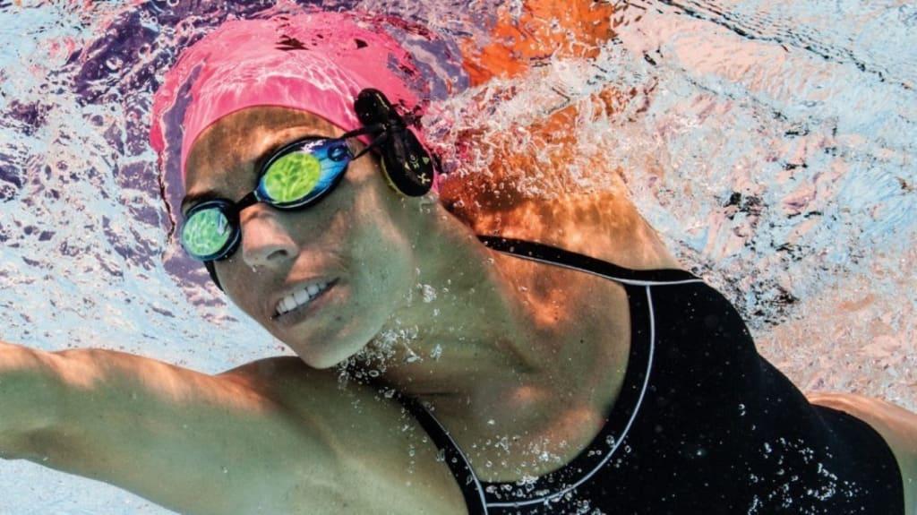 How to Choose Underwater Headphones