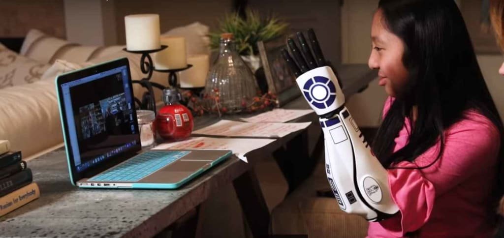 'Star Wars' fan with R2-D2 bionic arm has a big fan in Mark Hamill