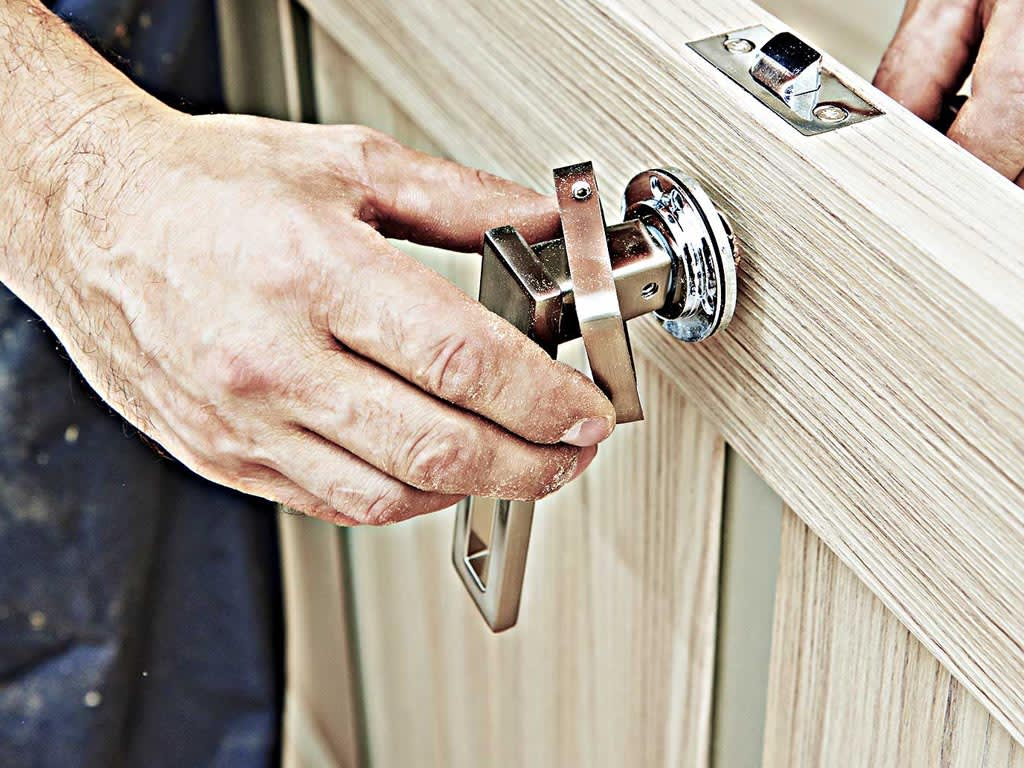 THINGS TO CONSIDER BEFORE HIRING A LOCKSMITH