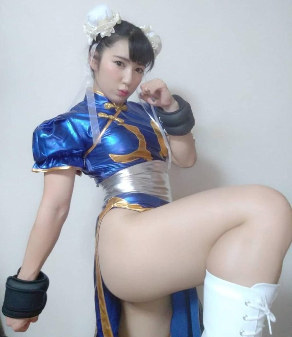 The Hottest Chun Li Cosplayer ever!