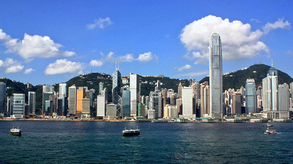 How to stay safe as a solo female traveler in Hong Kong