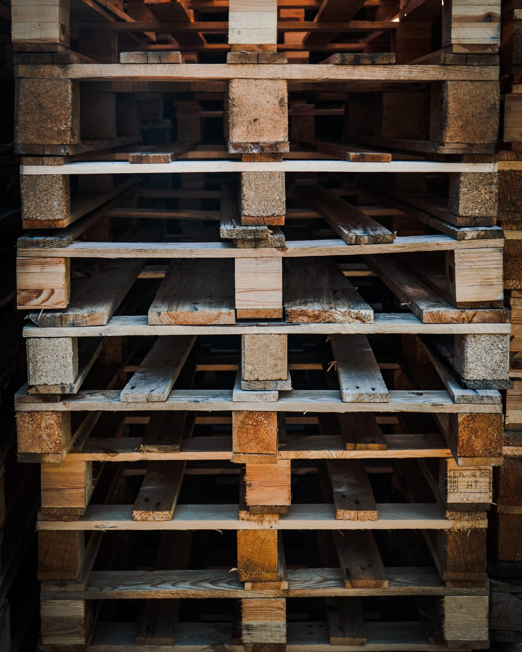4 Reasons to Build with Pallet Wood